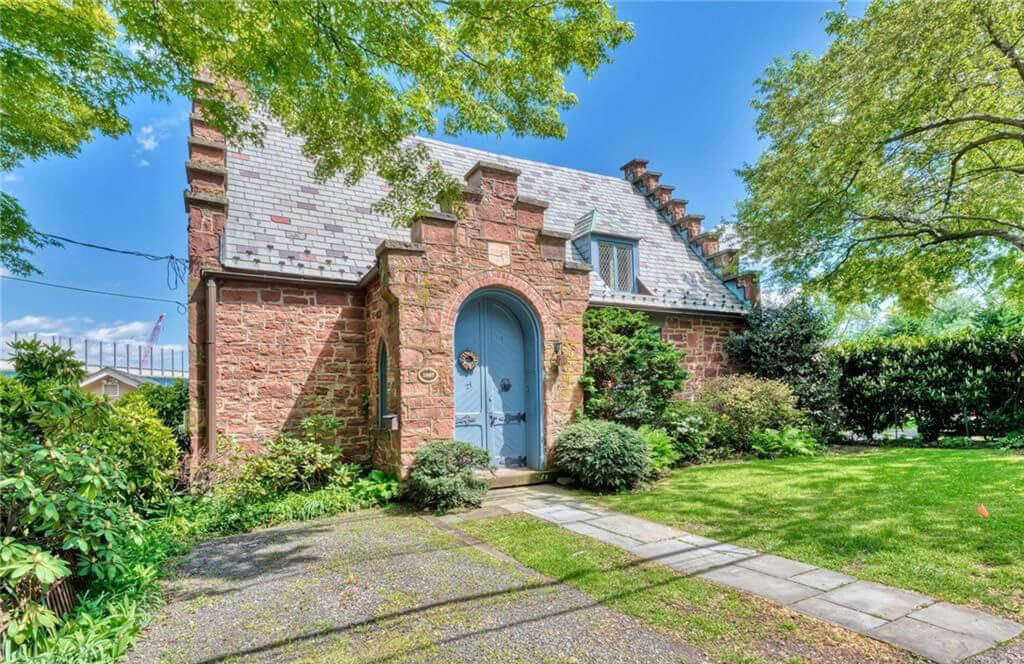 This Picturesque Former Chapel Comes With a View of the Tappan Zee
