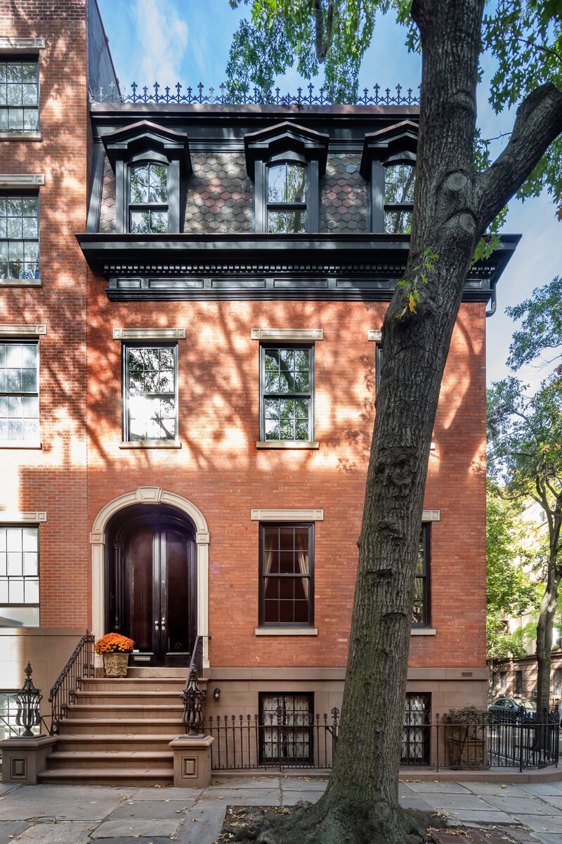 exterior of 19 cranberry street in brooklyn heights